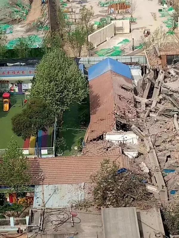 陕西咸阳工地拆迁致隔壁幼儿园教室损毁,教育局:已介入调查