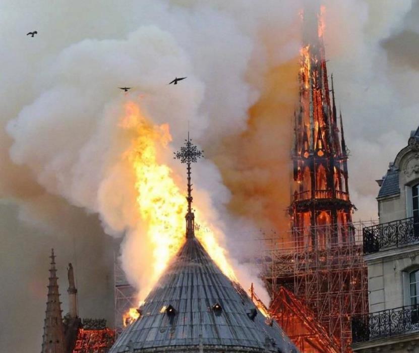 一场火烧掉了巴黎圣母院,却烧红了一款游戏,游戏公司发国难财?