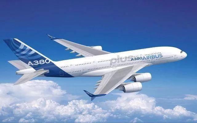 6台发动机,机翼比足球场还长!世界上最大飞机完成首飞!