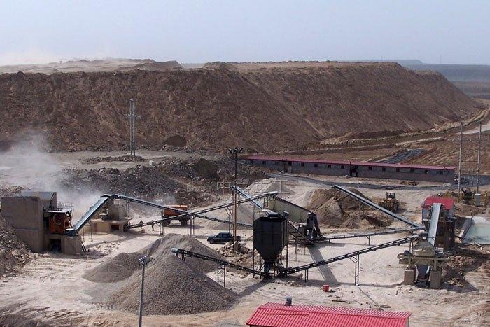 山东吕梁时产300-400吨石灰石碎石生产线火热运行中_设备