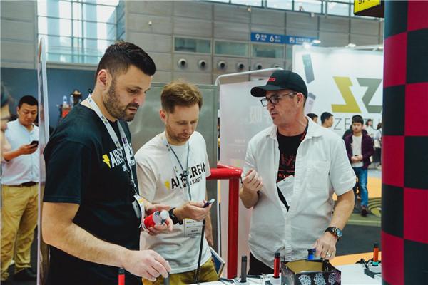 Cafe Racer Vape 携motto2.0亮相2019IECIE 深圳国际电子烟展