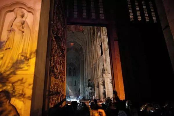 揪心 大火后,法国巴黎圣母院的文物