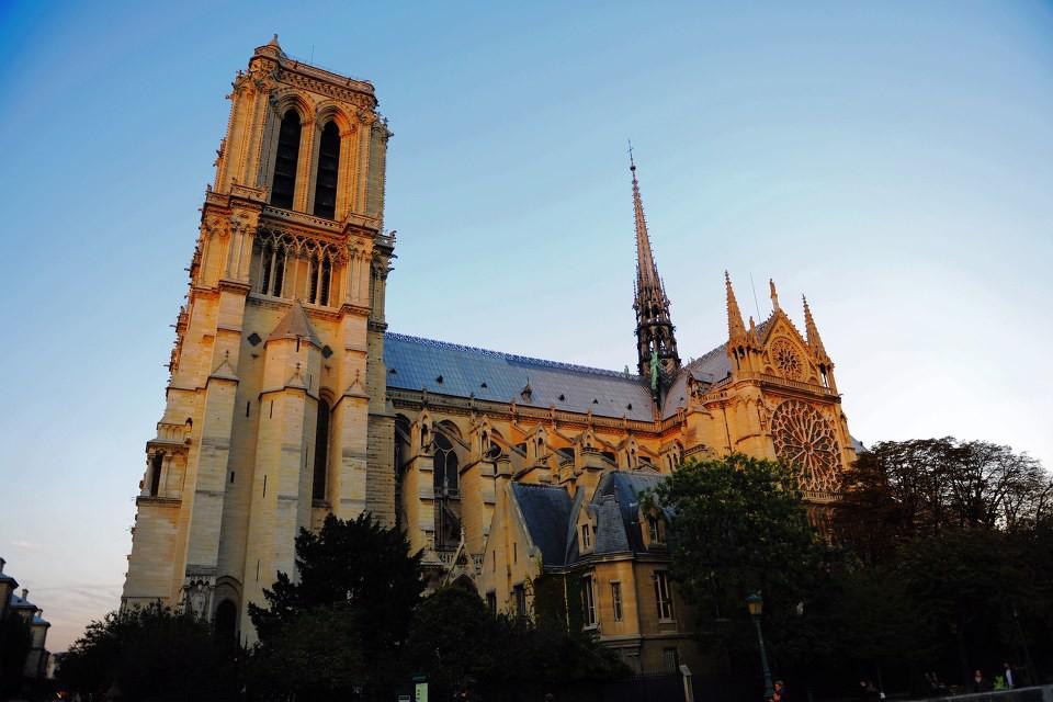 《刺客信条:大革命》工作人员曾花费超过两年时间学习研究巴黎圣母院的构造并且精确的数字复原