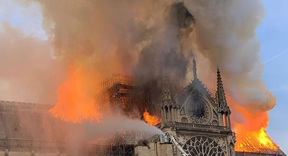 巴黎圣母院被火焚记