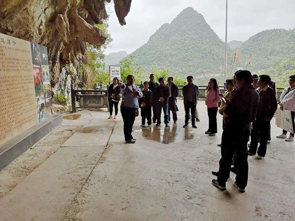 黔南州总工会机关党总支到罗甸县麻怀村开展主题党日活动
