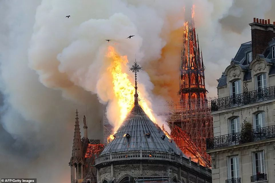 突发!巴黎圣母院午夜大火,消防如何拯救高层建筑_全人类