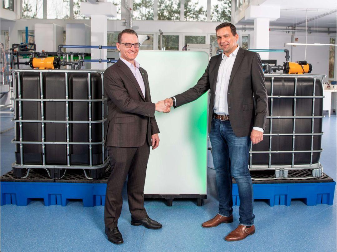 <b>曼胡默尔与CMBlu在可持续电池存储领域展开合作,促进能量转换</b>