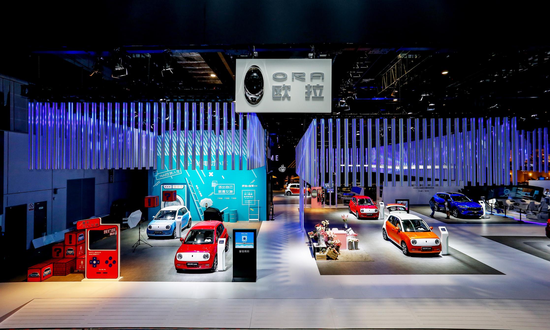 全球首款自动驾驶电动小车欧拉R1亮相上海车展