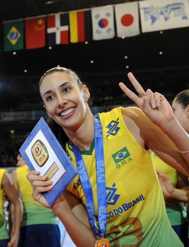 巴西女排巨星谢拉大谈朱婷比艾格努强的方面,恐将现身东京奥运会