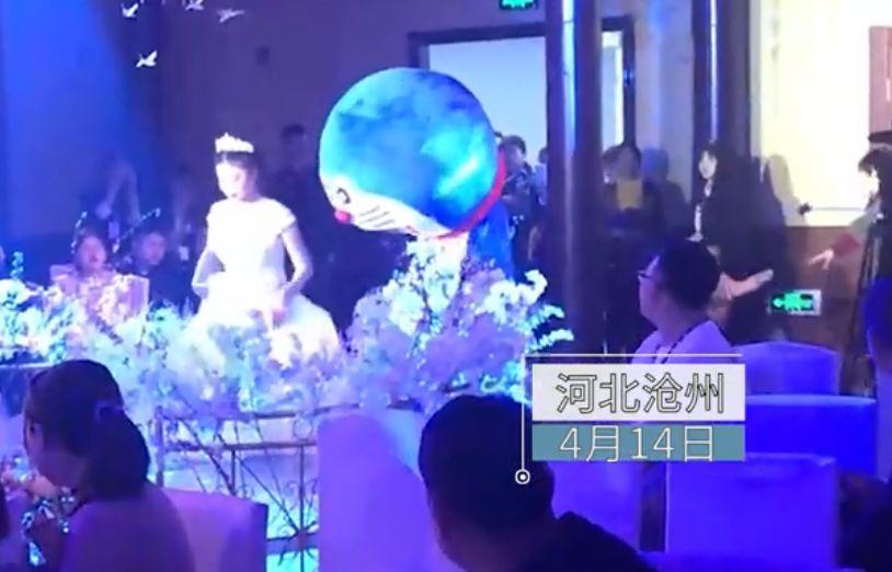 """女儿婚礼上,爸爸扮""""哆啦A梦""""亮相!一个举动让全场泣不成声"""