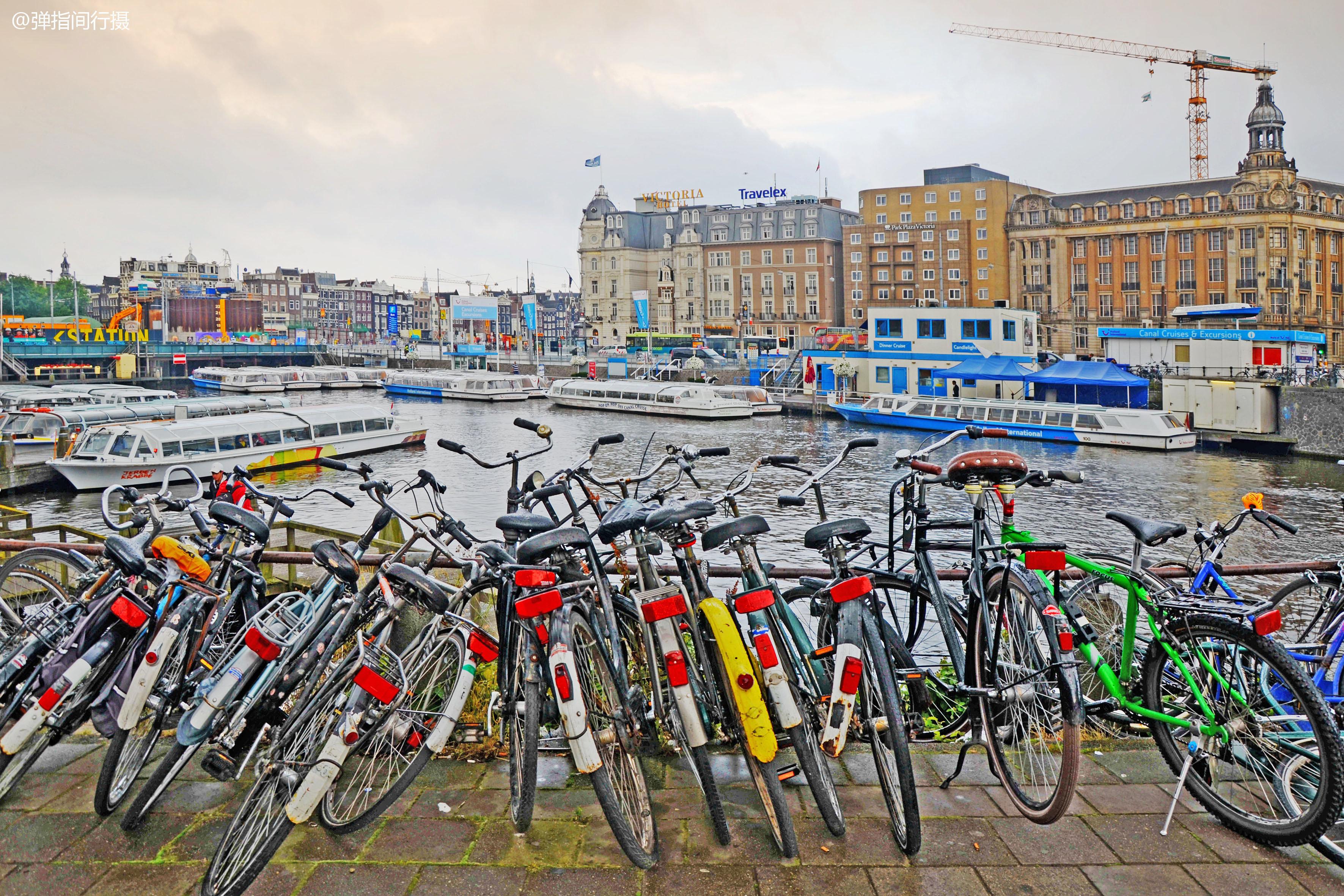 """""""自行车王国""""荷兰,民众年收入超5万美元,为何代步更爱骑车?"""