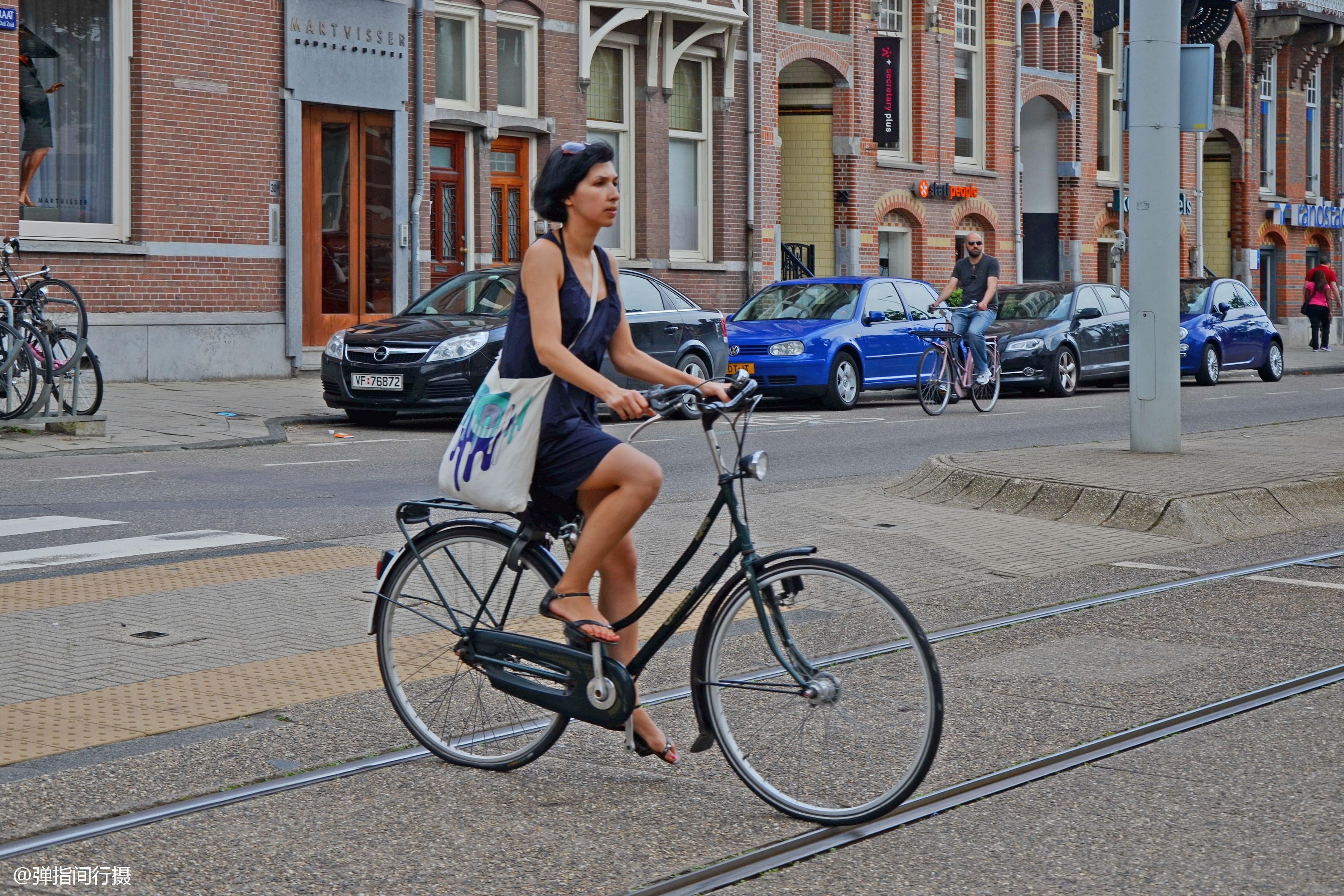 自行车王国 荷兰,民众年收入超5万美元,为何代步更爱骑车