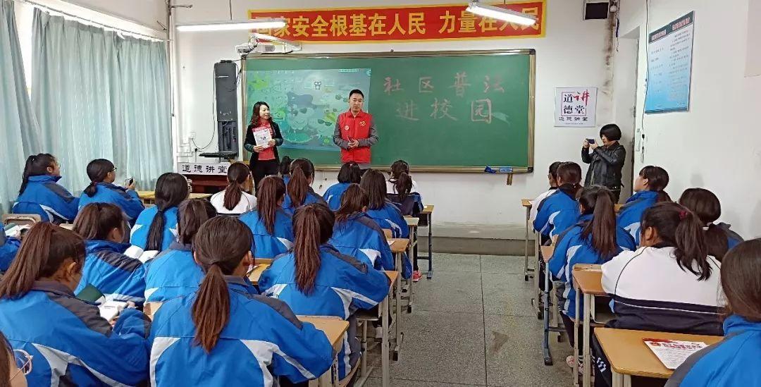 蒲西街道新华社区新兴社区联合开展普法进校园宣传活动