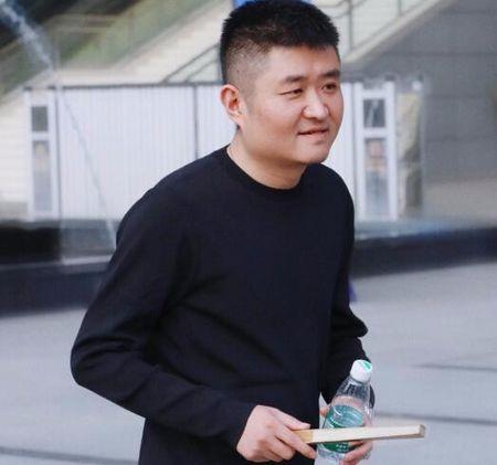 37岁苗阜近照发福被夸越来越慈祥,本尊搞笑回应:不敢再瘦了!