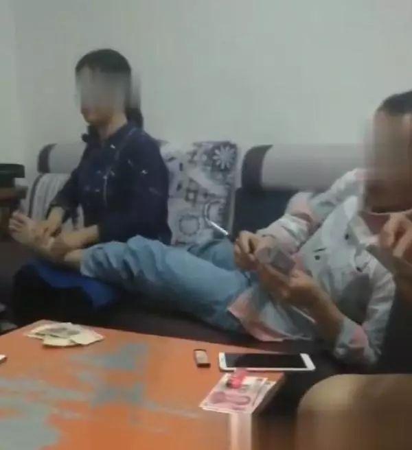 广西河池乡党委书记打牌赌博时让女副乡长按摩脚