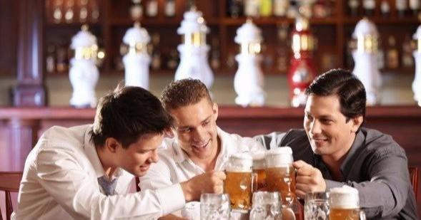 啤酒、白酒混着喝,身体会有哪些变化?医生提醒:别大意