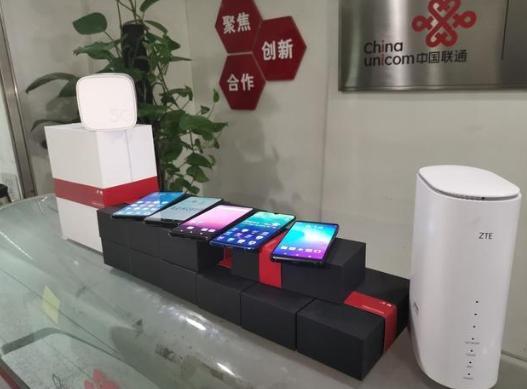 中国联通首批5G手机到位 北京西单先行开放公众体验_终端