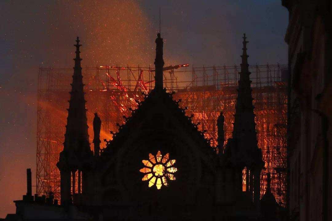 圆明园和巴黎圣母院:毁坏一个文明的动力,是对文明的仇视和冷漠