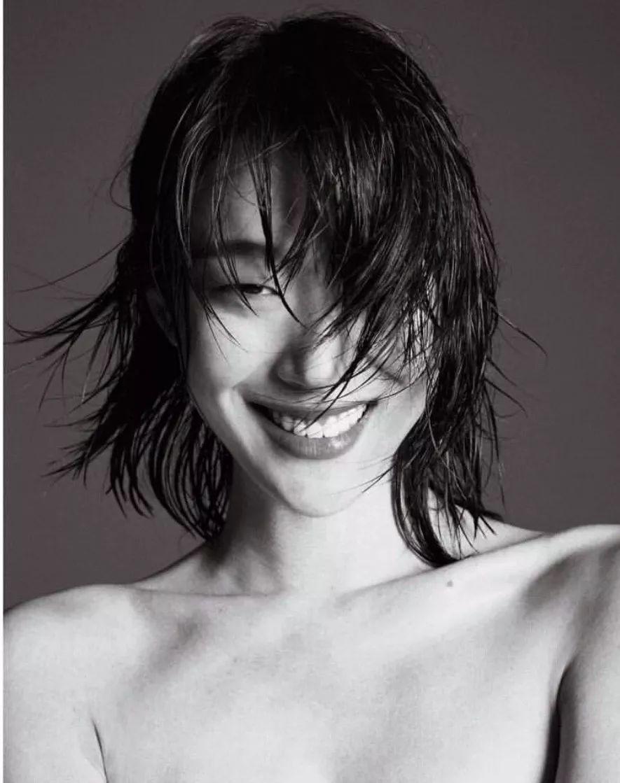 倪妮钟楚曦亚洲时髦脸蛋一二名OK,但长斑眯眼的她凭啥第四?