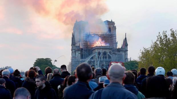 巴黎圣母院被烧,活该?