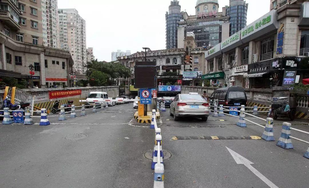 欧洲城市政道路变收费停车场,一年进账数十万元昨起被叫停