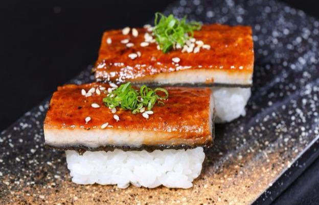 日本推出可以喝的饭团,外包装像吸吸果冻,网友:模仿我国八宝粥