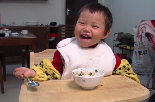 """3岁女童脾胃过虚,这种早饭是""""首害""""!很多妈妈还买给孩子吃"""