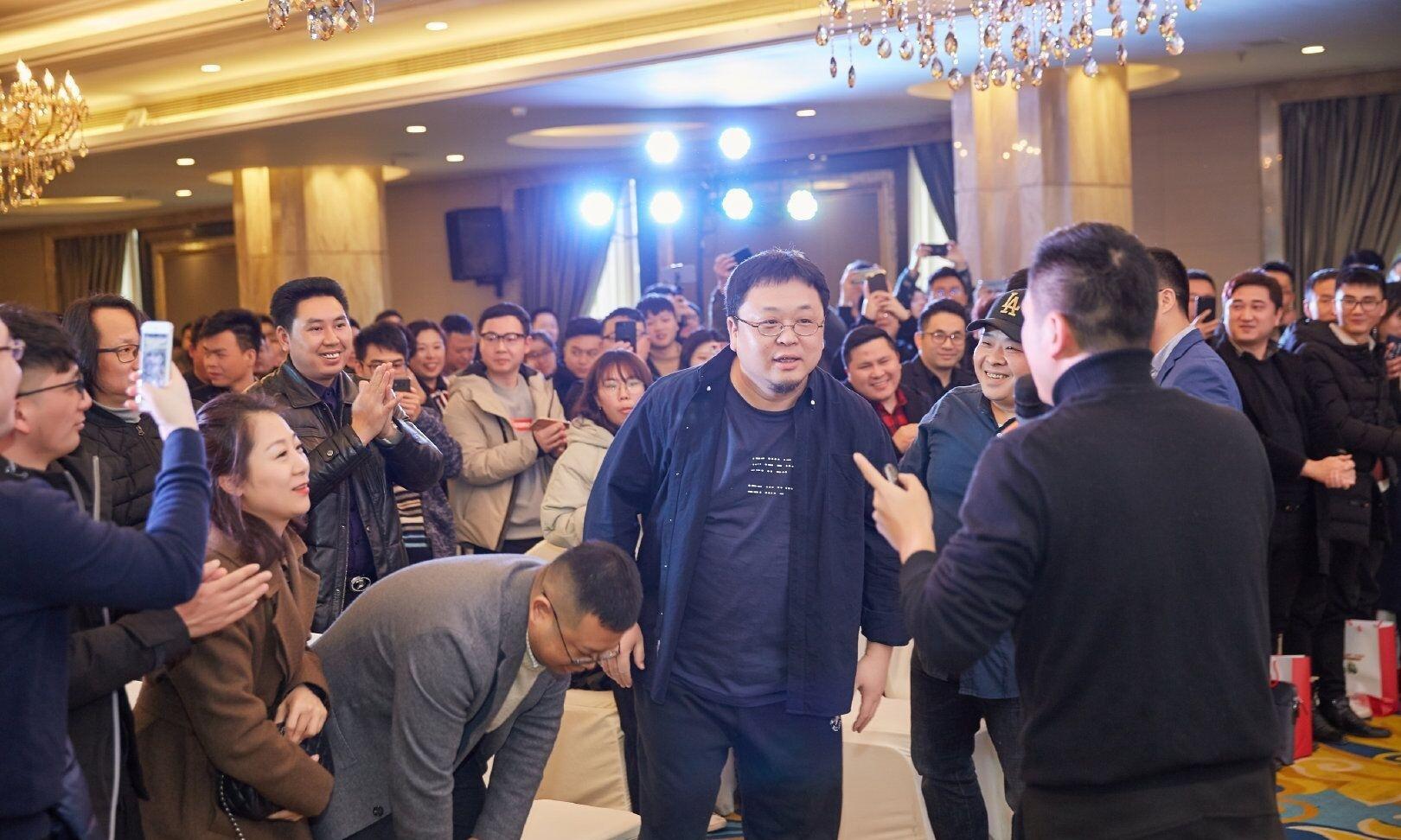 """罗永浩被打左眼红肿,惨遭网红""""凤姐""""无情嘲讽!"""