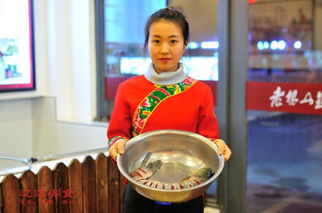 舌尖上的东北,特色美食农村铁锅炖鱼