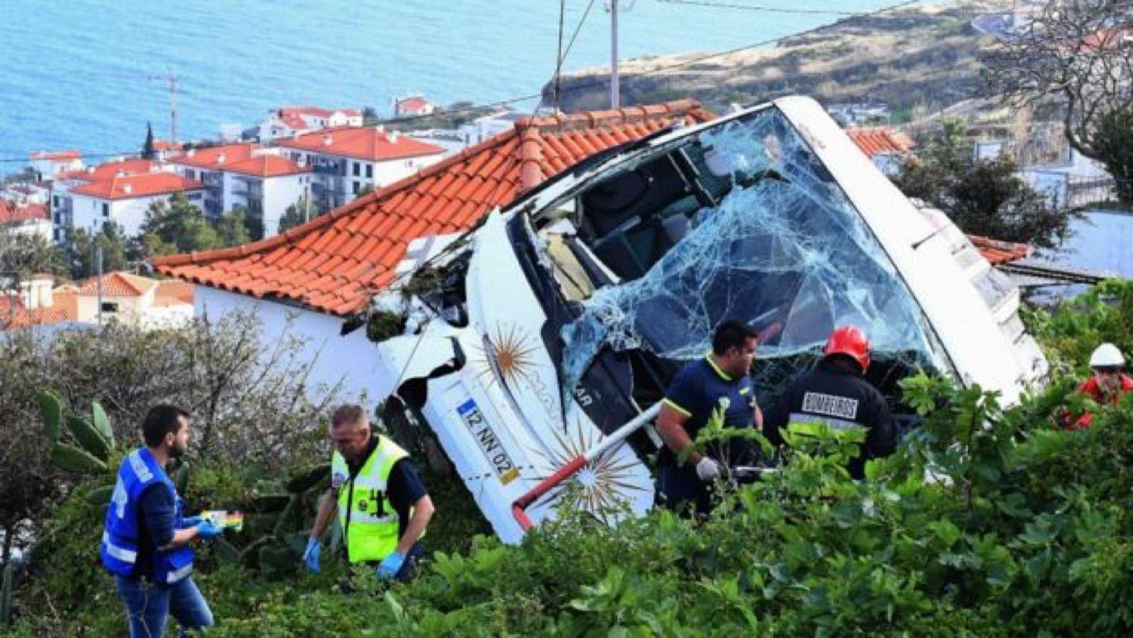 葡萄牙旅游车侧翻致多名德国游客身亡,葡总理致电默克尔
