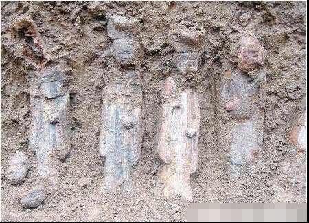 陕西古墓里出土的侍女让人惊艳,专家连连惊叹:这怎么可能