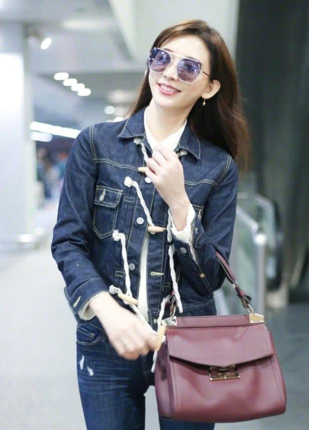 不老女神林志玲现身机场,蓝色套装美丽优雅,女神气质充分显露