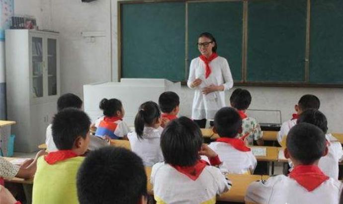 原創             發育遲緩的孩子能不能上正常學校,孩子上什麼樣的學校更好?
