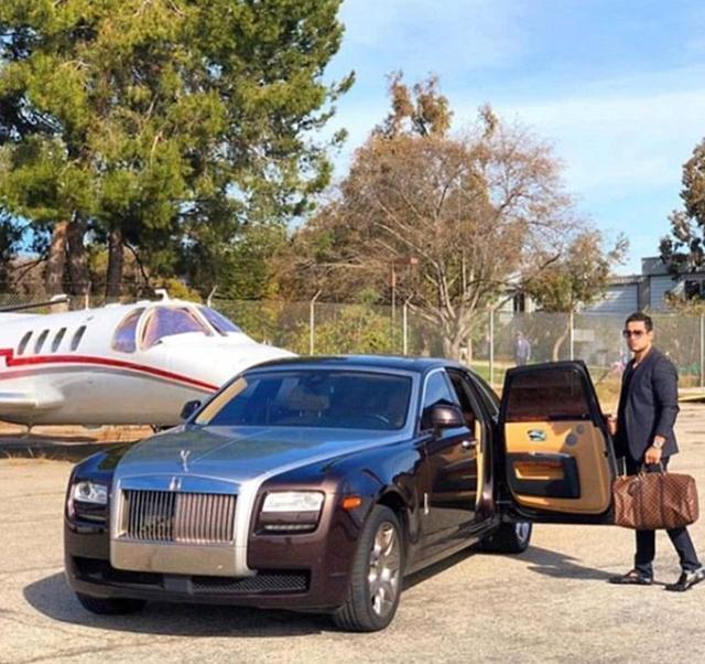 开豪车和坐豪车能代表有钱吗?