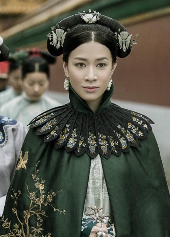 佘诗曼再演于正新剧,旗袍造型惊艳美到不敢认,耳坠成最大亮点!