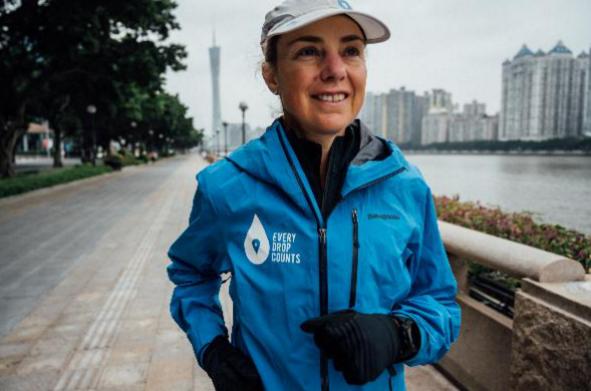 """100天一天一场马拉松!澳洲女子为""""水""""跑遍世界"""
