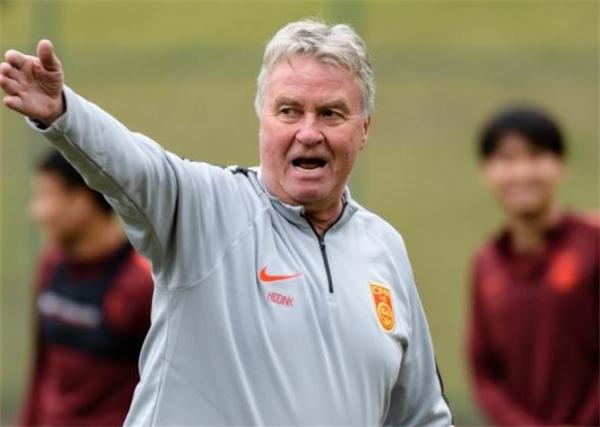 中国足球再遇阻!国奥避战土伦杯希丁克一席话令人深思