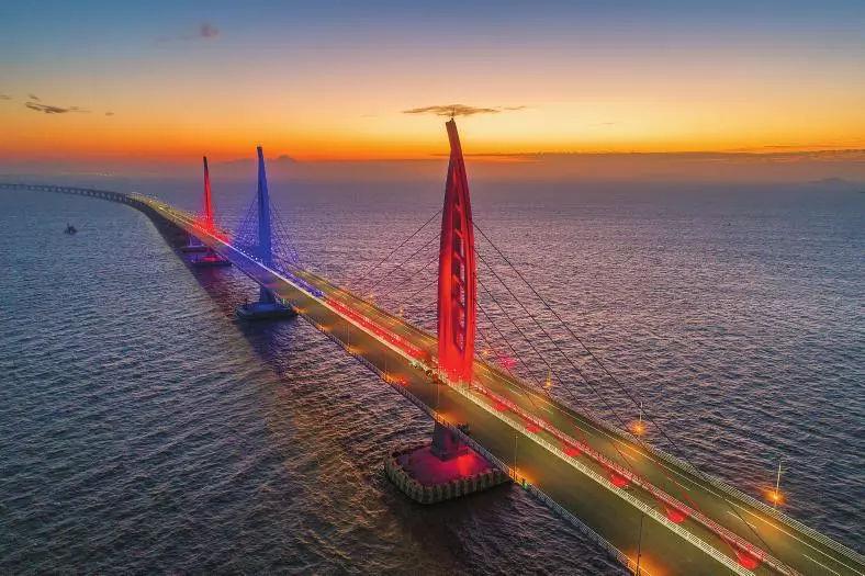 世界最长跨海大桥还可以这么玩 坐直升机俯瞰港珠澳大桥