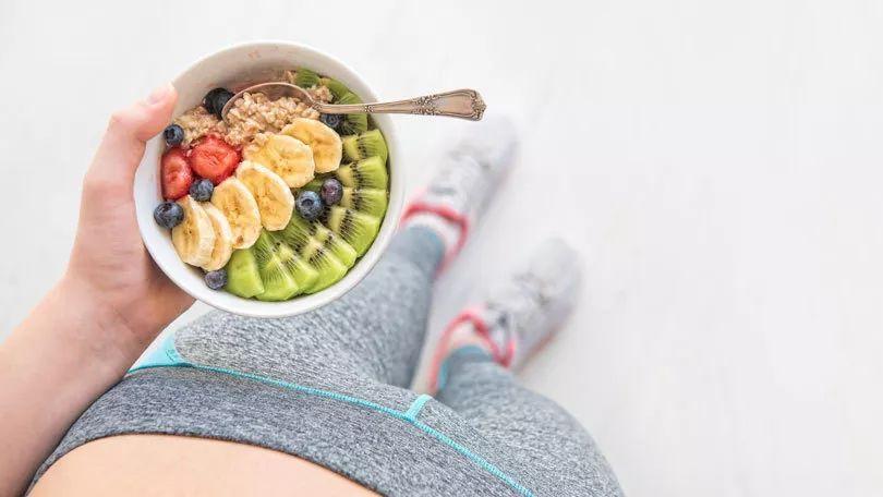 运动之前要不要吃东西?运动之后要不要吃饭?