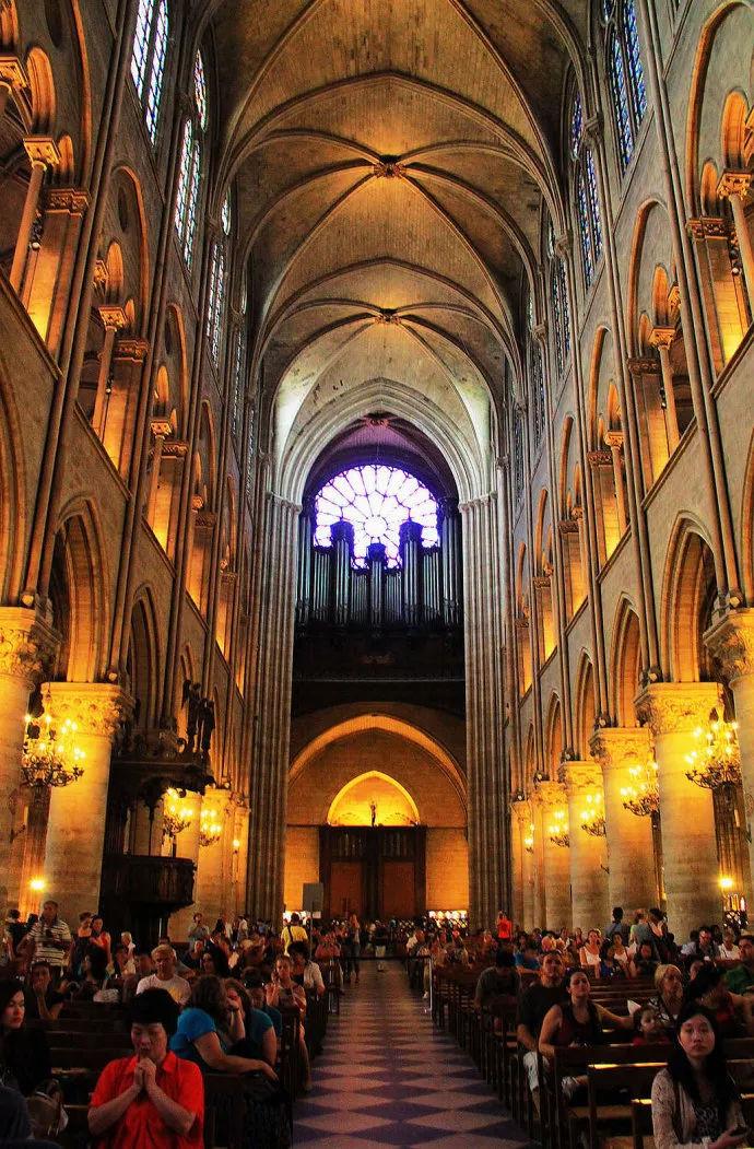 多灾多难的巴黎圣母院被烧了 所幸这些艺术珍宝没有