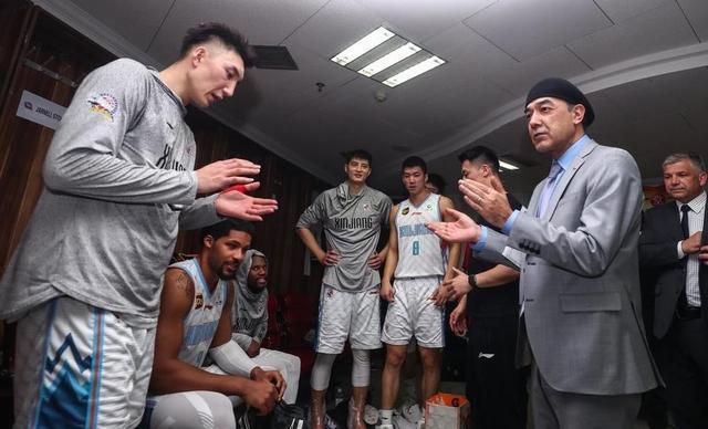 4个字惹怒辽蜜!他们希望广东男篮能够横扫新疆,这是在泄愤吗?