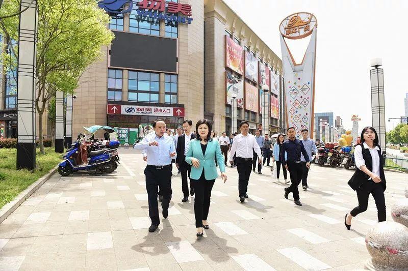 湖北恩施咸丰县委书记郑东来一行到运河街道考察