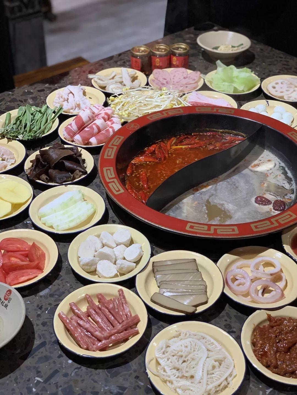 200多块能吃57道菜,进店就抽红包,长春这家重庆市井火锅太霸气了