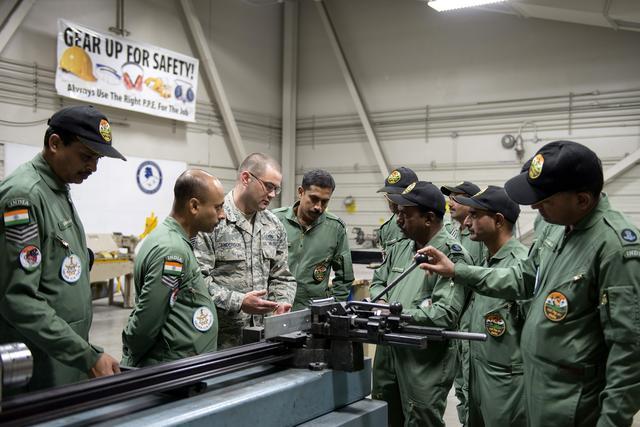 巴基斯坦军方首次改口,枭龙战绩遭外界质疑,印军方:无法原谅