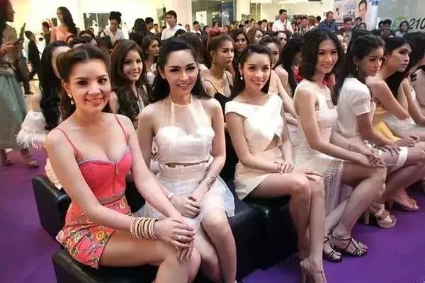 """一年一度的泰国征兵,犹如一场""""选美小姐""""大赛..."""
