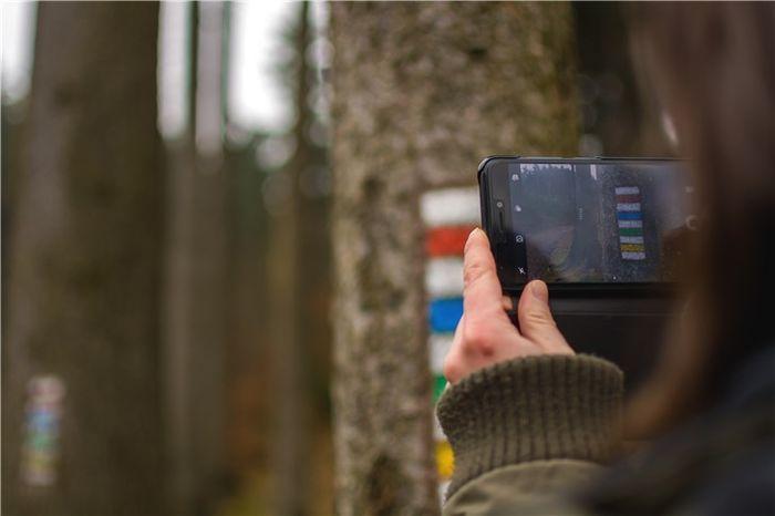 报告:95后每天使用手机8.33小时 社交用时最长