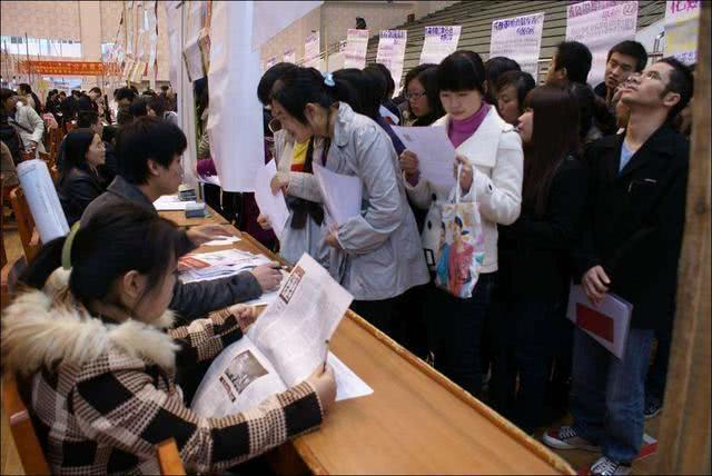 大学里赢在未来的专业,看清楚了形势,找工作轻而易举