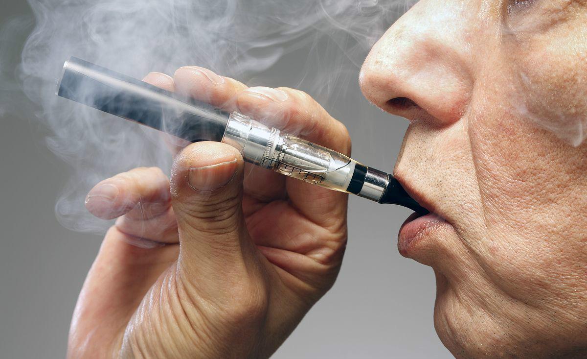 肺癌找上的时候,肩膀常常有一个征兆,长期吸烟的人要检查一下