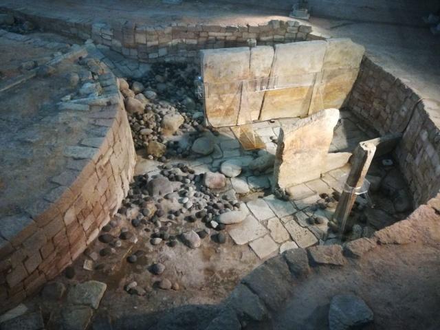 此牛人平定一地後建一王國,千年後王宮遺址被發現,墓中謎團待解