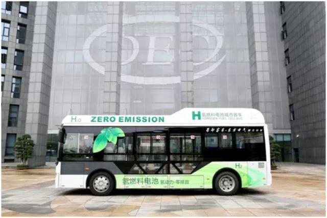 东方电气首台氢燃料电池动力城市客车.